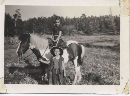 Cousins out west – Janice Ryman is on the pony, Sue Gorton Lawlor  is holding the reins.